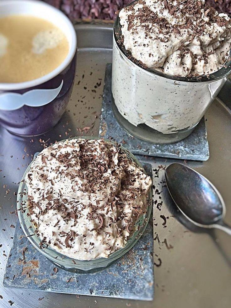 low-carb-mousse-au-tiramisu-ein-leckeres-low-carb-dessert-ohne-zucker-mit-schokolade-ohne-zucker-und-italieischer-espresso