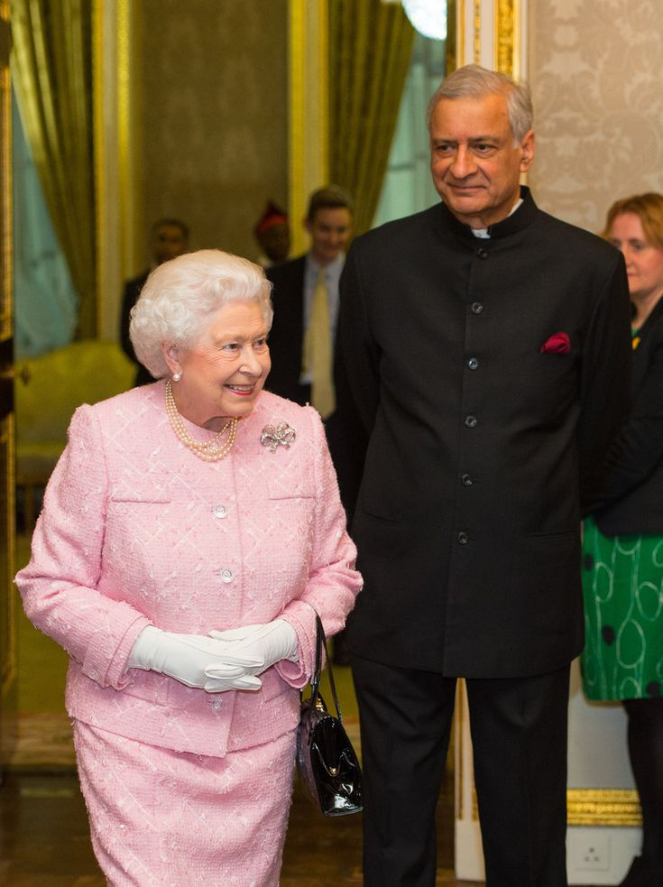 Queen Elizabeth II Photos Photos - The Royal Family Attends The Commonwealth Observance Day Service - Zimbio