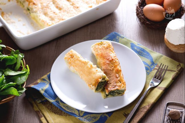 I cannelloni di ricotta e spinaci sono un classico primo piatto per il pranzo della domenica o per le feste. Un'alternativa ai classici al ragù!