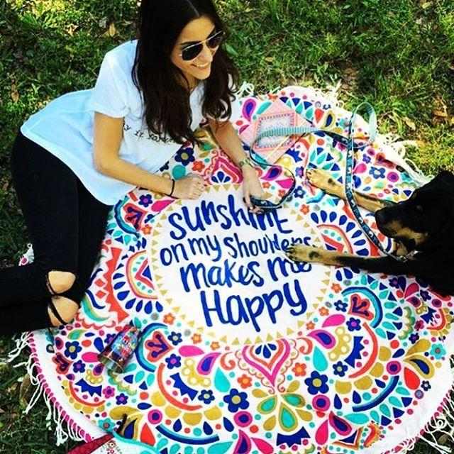 【trend_gossip】さんのInstagramをピンしています。 《✨new✨ Happyデザインな薄手のラウンドマット入荷しました 送料込み3500円✨ 通常のラウンドタオルよりも薄手の作りですが細かいフリンジがたくさん付いてて可愛いです 持ち運びも軽くて便利  #ラウンドタオル#ビーチタオル#お出かけ#Happy#カラフル#POP#可愛い#愛犬#family#砂浜#ミラーサングラス#アメリカン#フリンジ#USA#パイナップル#スワン#夏#お揃い#可愛い#ピンク#pink#beach#海#リゾート#プール#お洒落#リゾート#ハワイ#旅行#南国#トロピカル#trendgossip》