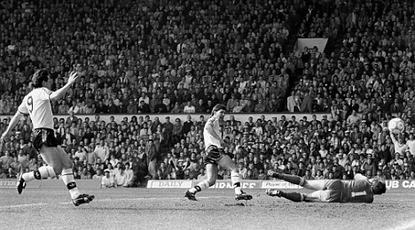 Manchester United captain Bryan Robson fires the first of his two goals past Bruce Grobbelaar at Anfield in 1988    Read more: http://www.dailymail.co.uk/sport/football/article-1160717/English-footballs-greatest-rivalry-A-trip-sports-memory-lane-Manchester-United-Liverpool.html#ixzz1ZCDBm78t