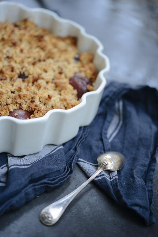 Recette du crumble rustique aux quetsches - pécan (sans gluten et sans lactose - sans beurre - sans plv) | Vanessa Pouzet