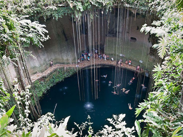 File:Cenote en Chichén Itzá, Yucatán, México.jpg