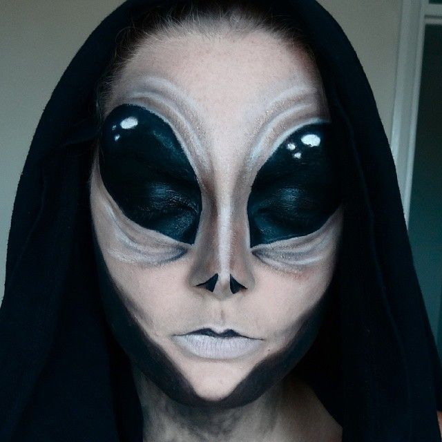 alien face painting - Google Search Alien halloween makeup,