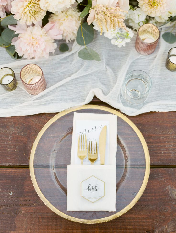 gold table settings, wedding tablescape | Photography: Alex Warschauer