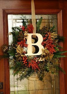 I'm gonna have to make this for the front door!! LOVE IT! Fall Decorating Ideas. Wreath with monogramed letter