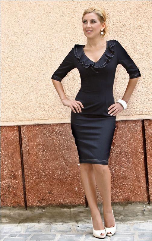 Rochie SImina Rochie conica cu decolteul marcat de doua randuri de volane, maneci 3/4, cusaturi decorative. 209RON