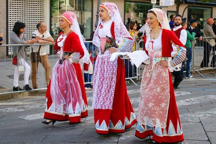 LaCavalcata sarda è un'antica manifestazione culturale efolkloristicache si svolge aSassari, solitamente la penultima domenica dimaggio. Consiste nella sfilata di gruppi..