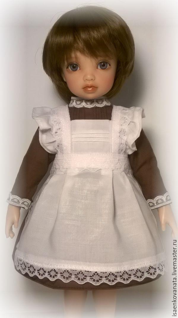 Купить или заказать Школьная форма - одежда для бжд в интернет-магазине на Ярмарке Мастеров. Школьная одежда для куклы, формата Yo-Sd 26 см. Комплект состоит из коричневого платья, застегивающегося сзади на миниатюрные кнопочки, и белого фартучка из штапеля, украшенного красивым кружевом.