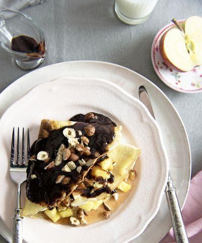 Pancake with hazelnuts and caramelized apple filling // Mogyorós palacsinta karamellizált almával / Éva Magazin