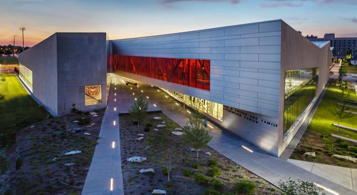 <p>The Missouri State University recreation center splits the building in two pieces to create opportunities for people to experience both the interior and exterior of the building at once.</p>