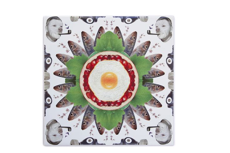 This ceramic tile sardine is a very original, modern and decorative ceramic tile. It is 100% handmade and the design is crazy! This is a perfect decorative kitchen wall tile and an original and contemporary gift.