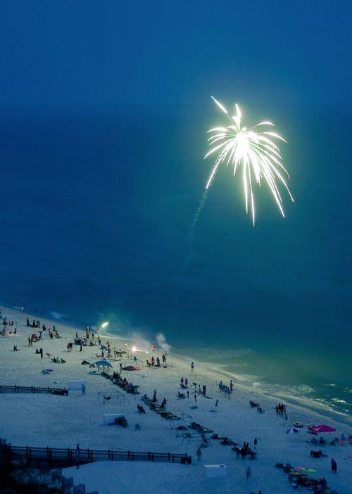 Fuegos artificiales desde la playa