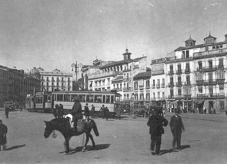 11 best granada antigua plaza del campillo images on pinterest pomegranates country and finals - Parking plaza puerta real en granada ...