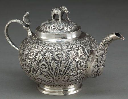 Tetera DE PLATA INDIA COLONIAL. Fabricante desconocido, probablemente de Lucknow, India, alrededor de 1890.