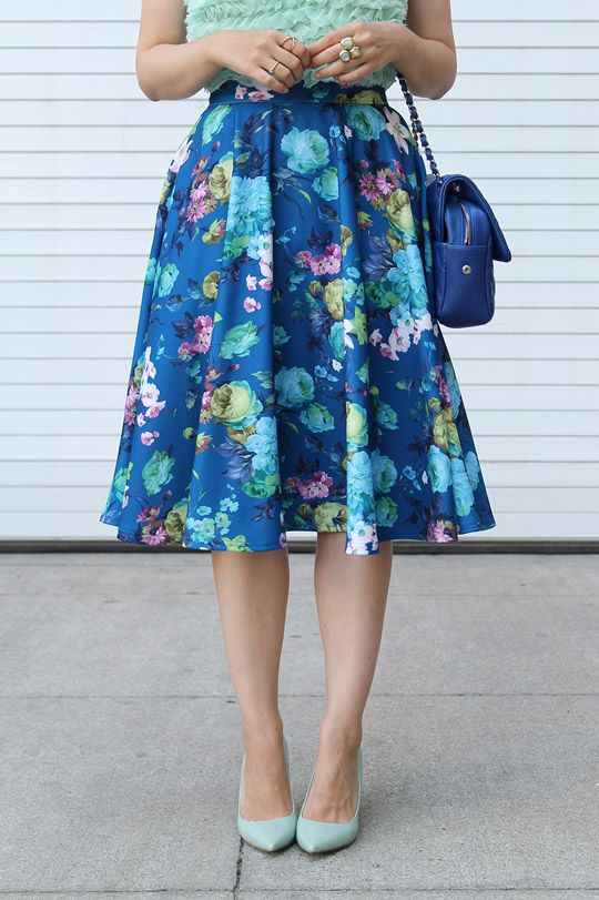 Cobalt blue and mint green: Floral midi skirt with ruffle top and cute heels! #style #fashion #mystyle