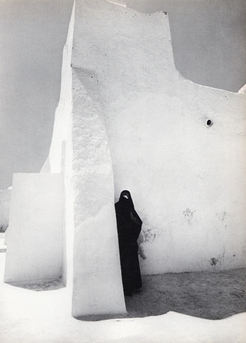 "endilletante:    ""Tunisie"", photographie de Fulvio Roiter, texte Jean Durrignaud, Editions Chêne, 1973."