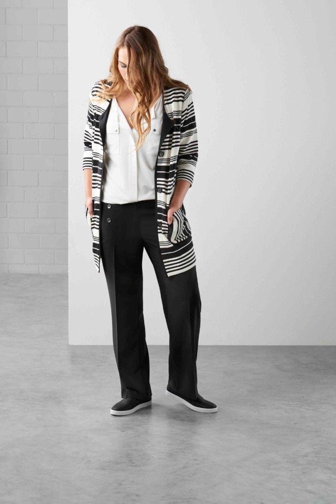 Maxima fashion, zwarte broek, witte blouse, streepjes vest, mode zomer 2017