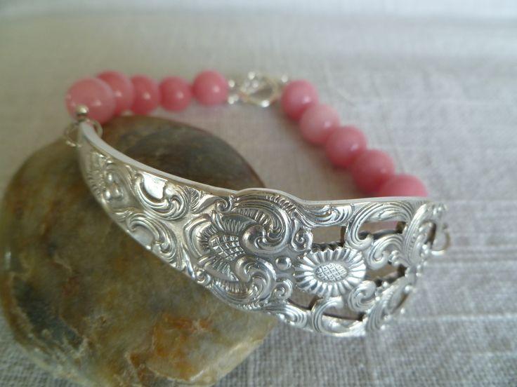 Armbånd lagd av skaftet av en gammel skje og rosa jadesteiner. Bracelets made from the shaft of an old spoon and pink jade. www.epla.no/shops/byjanem/  Facebook.com/ByJaneM/ Instagram: @byjanem