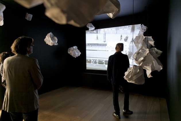 Wim T Schippers en Willem de Ridder, Signalement (1963) en Papier konstellaties (2012) van Willem de Ridder. © Jordi Huisman, Museum De Paviljoens