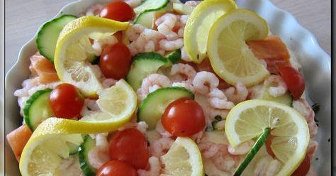 Dette er en meget lækker  frokostret til 4 – 6 personer eller forret til 8 – 10 personer.     Her er opskriften:   Bund: 900 g frosset spi...