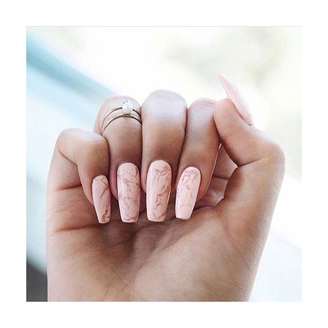 Marble Nail Art Gold