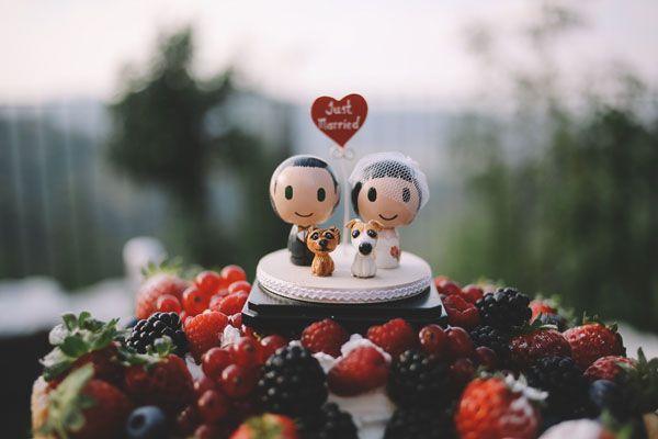 wooden cake topper http://weddingwonderland.it/2015/05/matrimonio-rockabilly-colorato.html