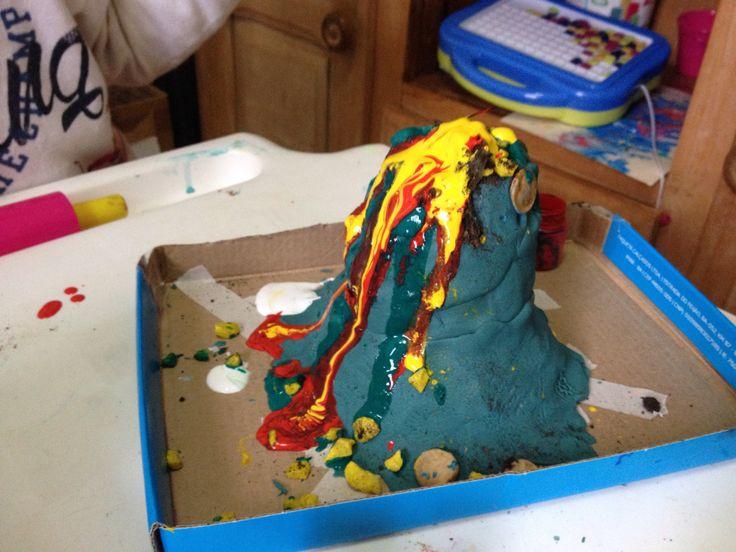 Volcán de plastilina