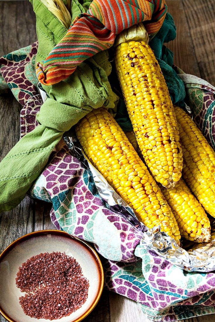 This Southern Sweet Tea Roasted Corn on the Cob will be the hit of your summer picnics! Sweet corn and sweet tea are Southern picnic staples. This simple, 3-ingredient glaze, brings two familiar summer flavors together in one delicious picnic side dish recipe! Great for vegetarians, vegans, and even gluten-free if you sub tamari for soy sauce! | pastrychefonline.com