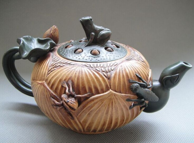 OLD POTTERY GOOD CRAFTSMANSHIP CHINESE YIXING ZISHA TEAPOT - Frogs lotus insects $100