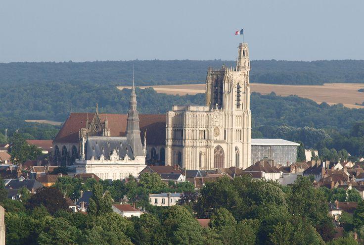 Vue depuis l'église Saint-Martin du Tertre - la Mairie et la Cathédrale - Sens (Yonne)