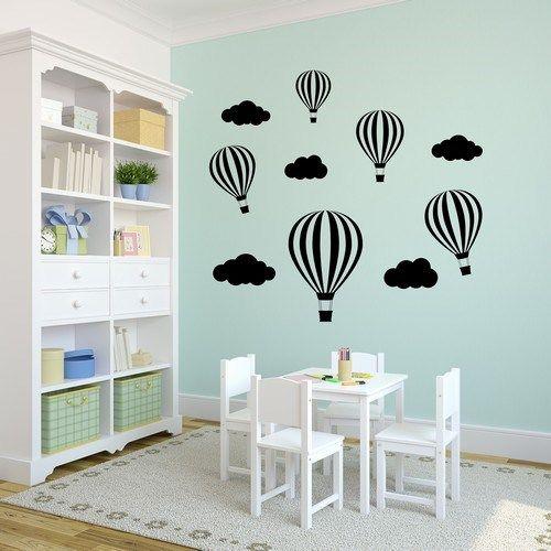 Dröm dig bort med denna väggdekor med luftballonger och moln