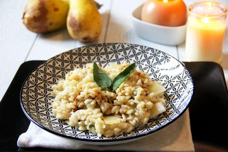 RISOTTO ALLE PERE, ROBIOLA E SALVIA CON SALSA AL MARSALA la ricetta su www.acquolinainblog.com Un #risotto per quelle giornate che finiscono troppo presto, magari autunnali e magari fuori piove anche un po'. Un primo raffinato e gustoso dove i chicchi di #riso, ancora un po' croccantini, incontrano la succosa #pera e la cremosa #robiola. A dare un valore aggiunto spetta alla salsa di #marsala che nobilita il piatto regalando un sapore unico. #gipsytipsautumn #eatmenovember #comfortfood
