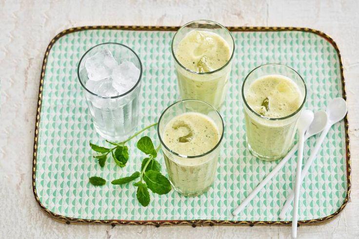 Perfect begin van je dag, deze Aziatische smoothie met zuivel, fruit én kruiden - Recept - Allerhande