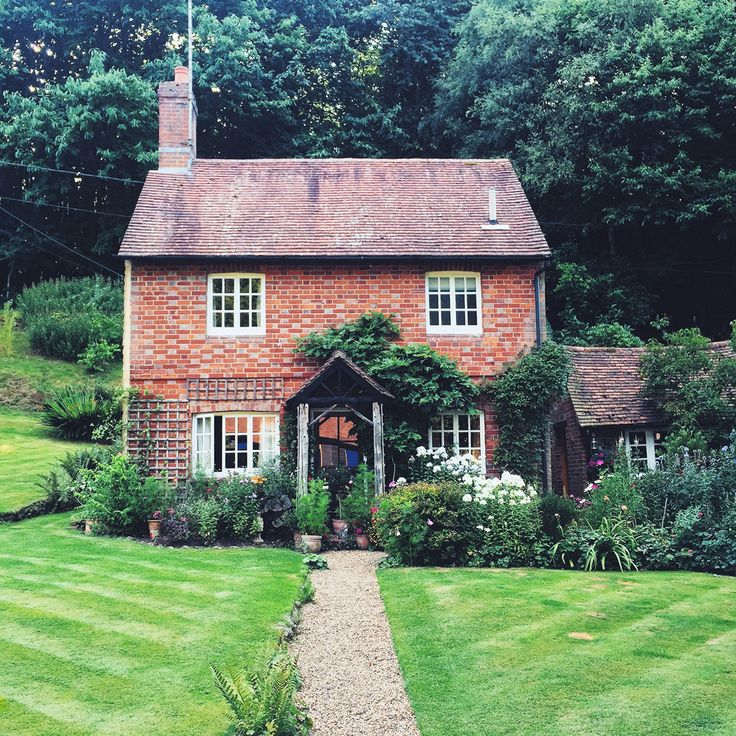 25 best ideas about small english cottage on pinterest for Weekend cottage plans