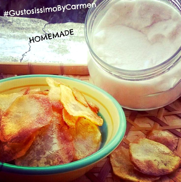 Patatine chips come quelle in busta | #GustosissimoByCarmen qui la ricetta http://blog.giallozafferano.it/gustosissimobycarmen/patatine-chips-come-quelle-in-busta/