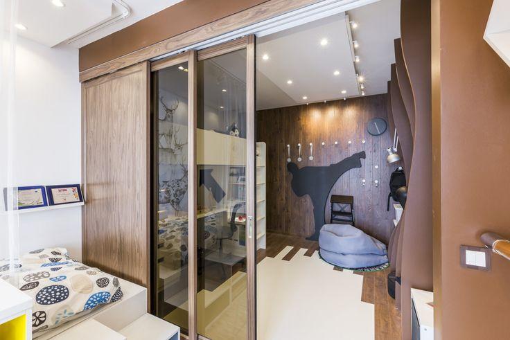Фото из статьи: Как зонировать комнату с помощью дверей-трансформеров