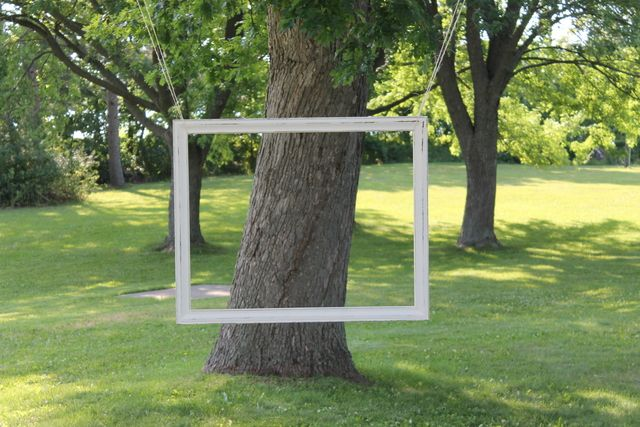 I love hanging picture frames for outdoor photo booths photobooth party ILOVETHIS