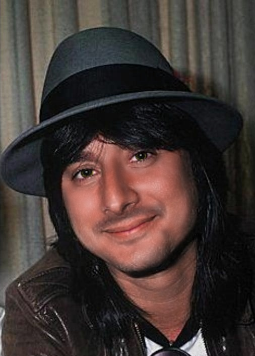Steve Perry (that voice....aaaaaaah!) That FACE, that hair!! <3 {GM}