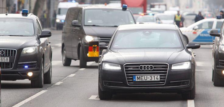 Merkel itt, Merkel ott, Merkel mindenhol... http://www.vezess.hu/magazin/mit-tud-merkelt-vedo/58276/