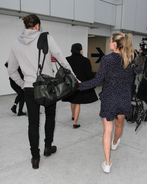 Margot Robbie Photos Photos - Margot Robbie and Tom Ackerley are seen at LAX on January 2, 2017. - Margot Robbie and Tom Ackerley Are Seen at LAX