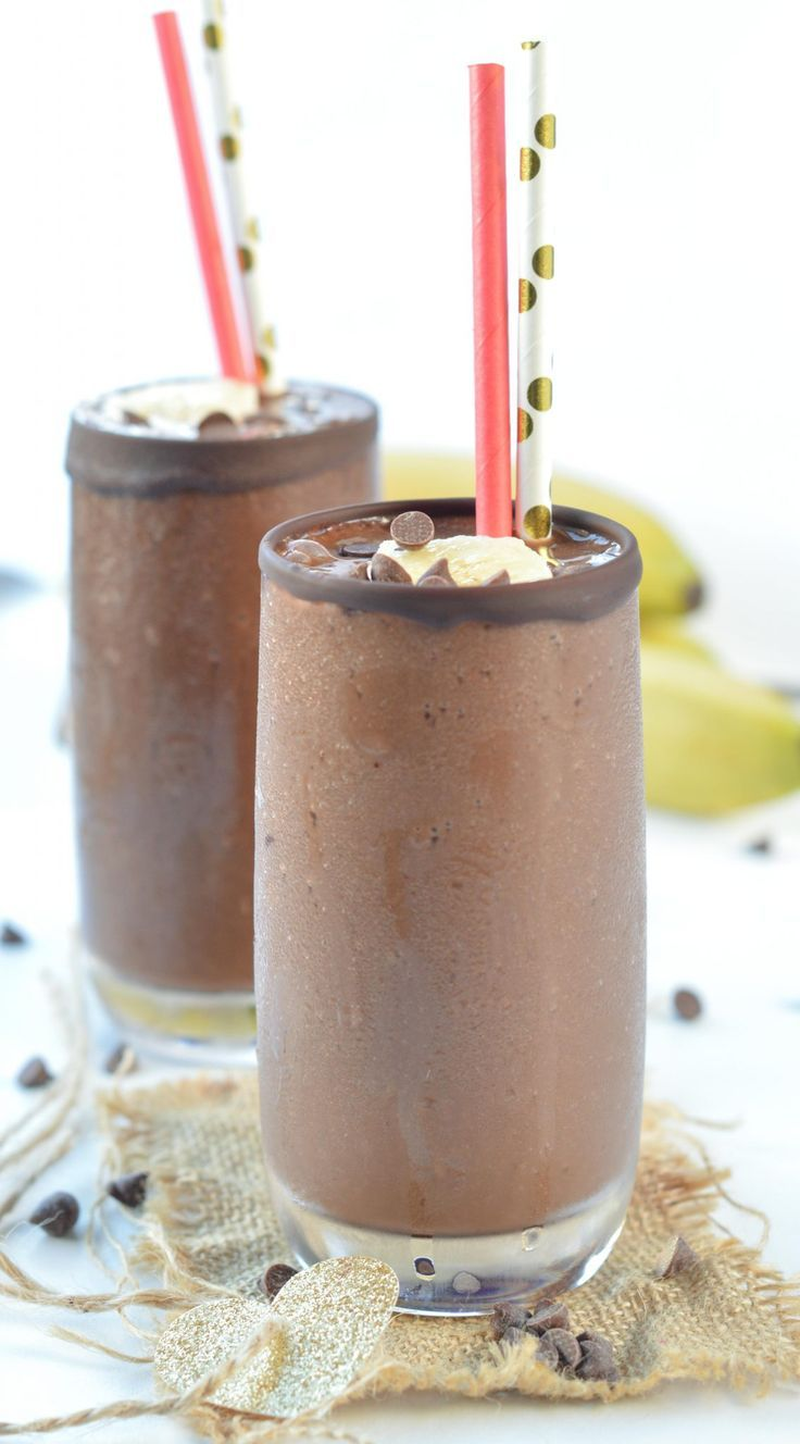 This Healthy Chocolate Banana Smoothie taste like desserts. Thick, dairy free smoothie using light almond milk and unsweetened cocoa. A great guilt-free chocolate treat to maintain your weight loss goals and fix your chocolate cravings.