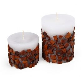 Paraffin candle with embedded decorative elements (cinnamon). Made by Neo-Spiro.