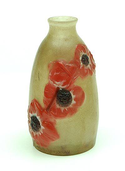 Pâte de verre vaasje met anemonen in zwart wit en rood glas ontwerp Gabriel Argy-Rousseau ca.1920 uitvoering Société Anonyme des Pâtes de Verre d'Argy-Rousseau / Frankrijk