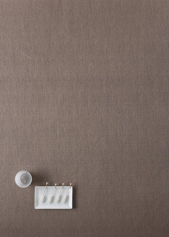 Gecoat tafellinnen Liso Roseta Bronze - Stijlvol gecoat tafellinnen in glimmend brons met subtiele linnen structuur. De polyester-katoen is 2x gecoat met acryl en 1x met teflon, dit maakt het tafellinnen zeer vlekwerend en waterafstotend. Kies de gewenste lengte in het menu en wij snijden uw tafelkleed voor u op maat.