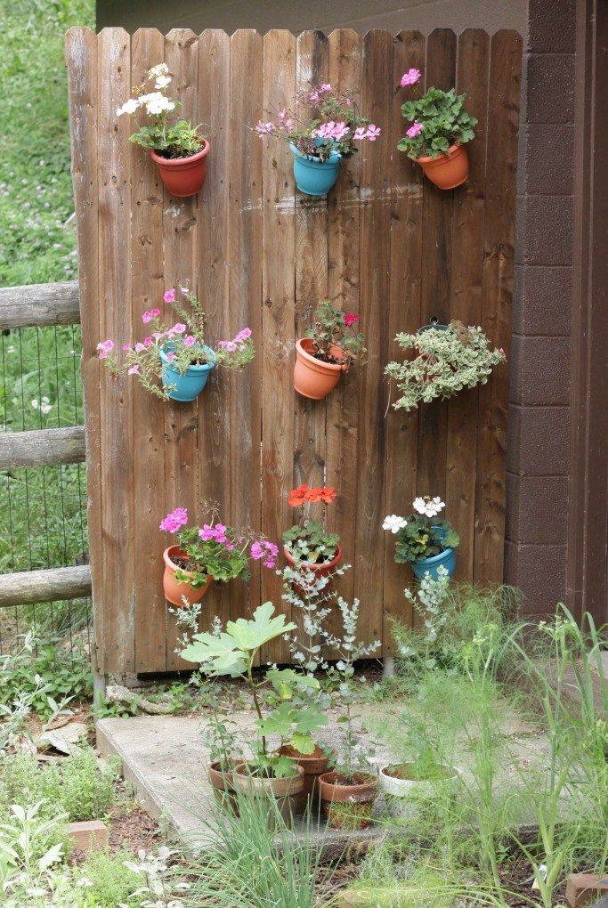 Planter Fence - such a fun addition to the garden! See more blogger outdoor spaces with great ideas eclecticallyvintage.com