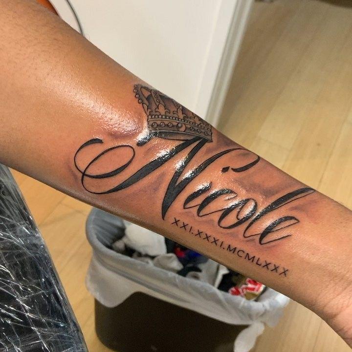 💉💉 Name mit Crown Tattoo gemacht David Emanuel #tattoo #tattoos #tat #ink … – Tattoo