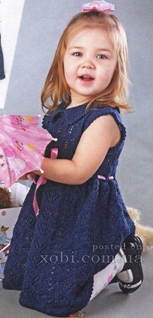 Модное платье для девочки связано спицами.