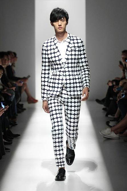 Let's play checkers on this dude's suit: Pierre Balmain, Fashion Show, Fashion Week, Balmain Spring, Spring Summer, Men Fashion, Men'S Fashion, New York Fashion, Spring 2013