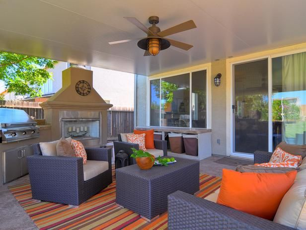 DP_Kerrie-Kelly-neutral-contemporary-outdoor-living-room_h_lg!!! Bebe'!!! Colorful deck living area!!!